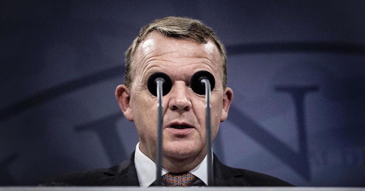 На конференции: Премьер-министр Дании спровоцировал волну фотожаб.