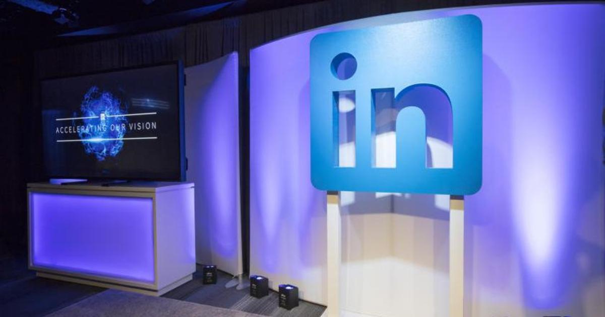 LinkedIn представила новый дизайн и чат-ботов.