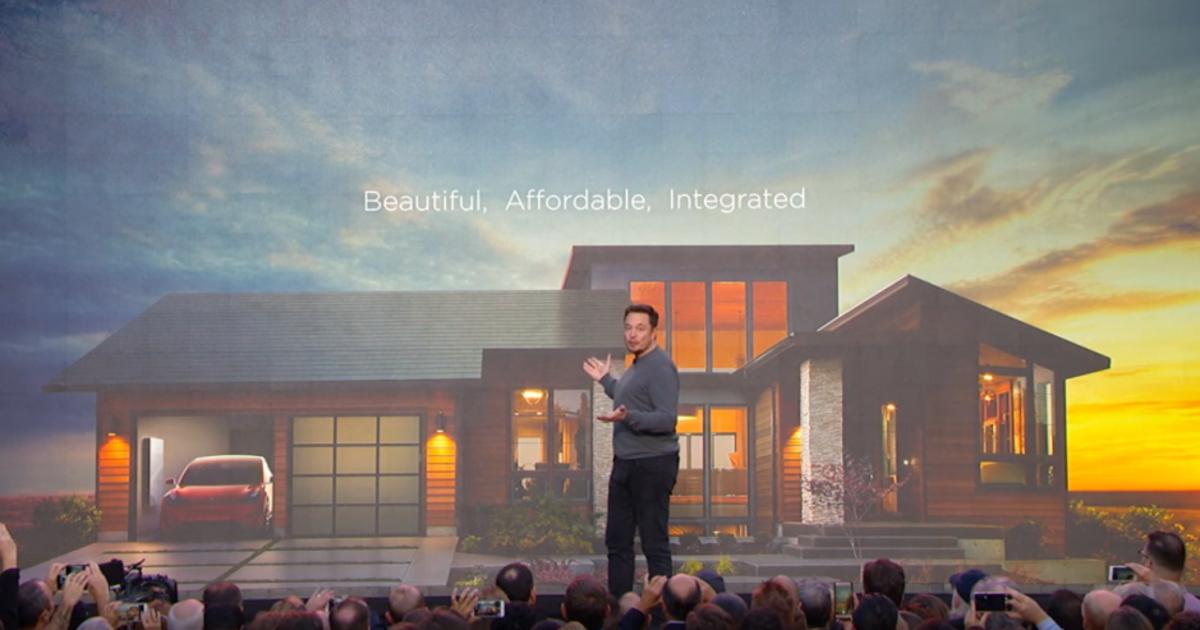 Илон Маск презентовал солнечные батареи в виде крыши.