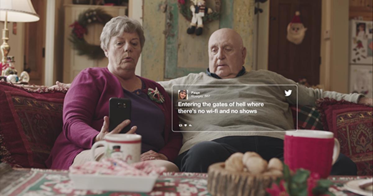 Интенернет-провайдер объединил поколения в рождественском ролике.