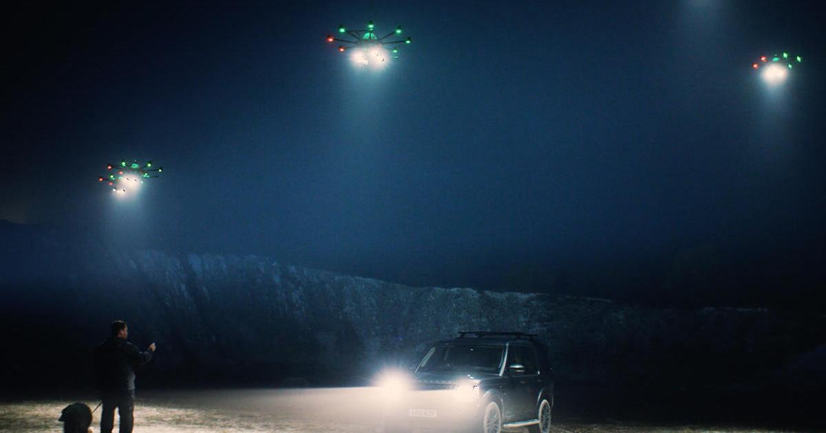 Страхования компания тестирует использование дронов для освещения дороги.