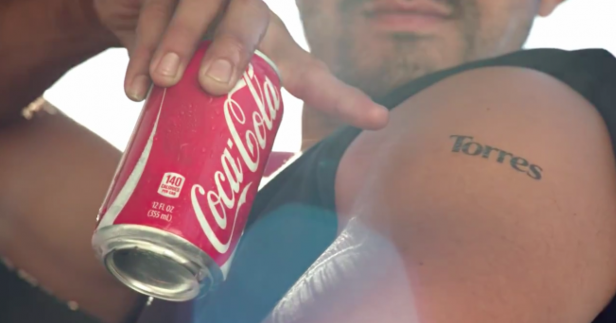 Coca-Cola нанесла тату с помощью банок.