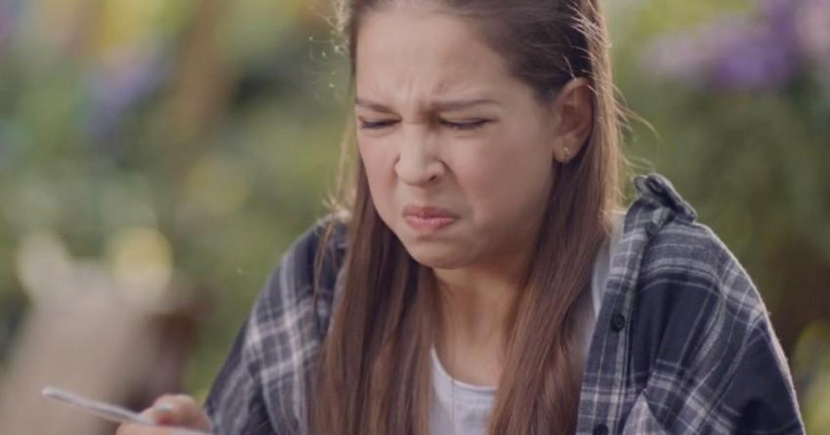 Milka показала реакцию людей на разную еду в смешном ролике.