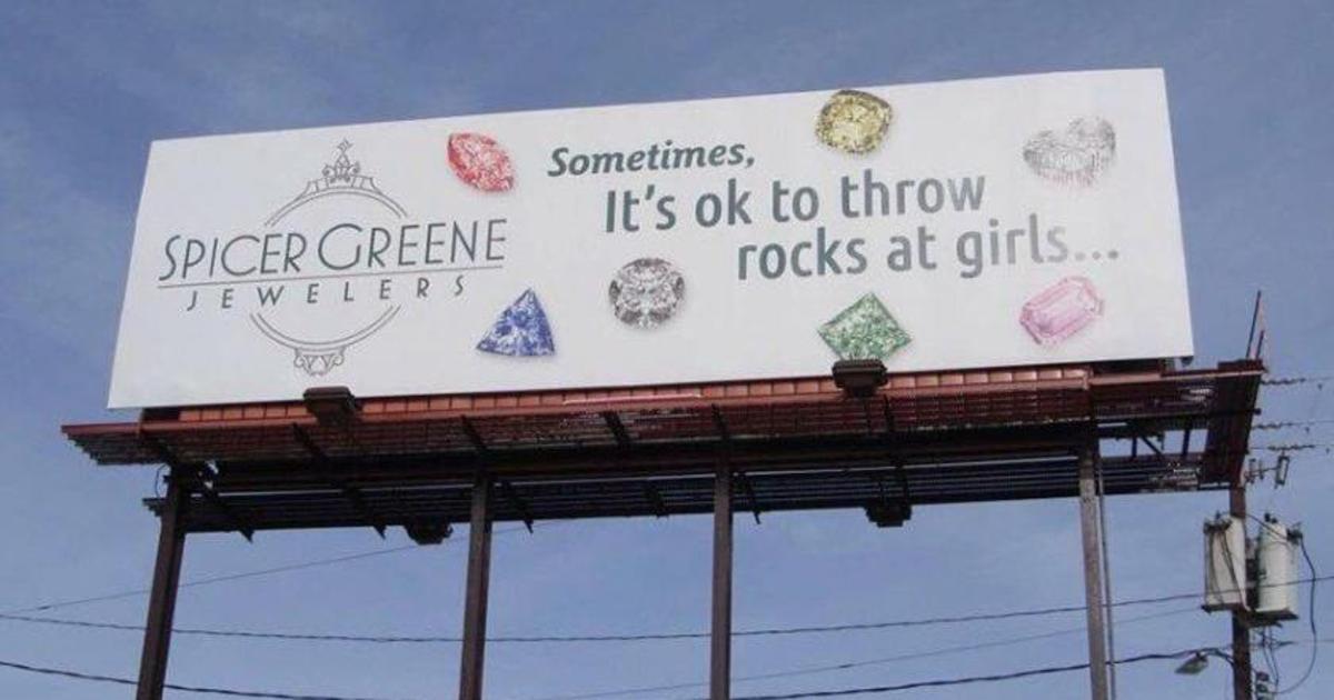 Ювелирный бренд неосторожно призвал бросаться камнями в девушек.