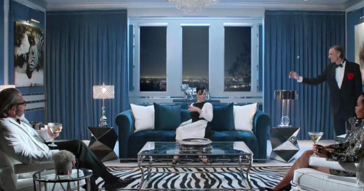 Хореограф «Ла-ла Ленда» подготовила рекламу для распродажи мебели.