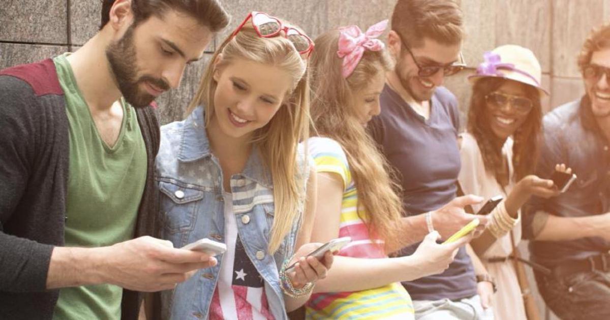 Приклеенные к смартфонам: инсайты о mobile-first мышлении поколения Z.
