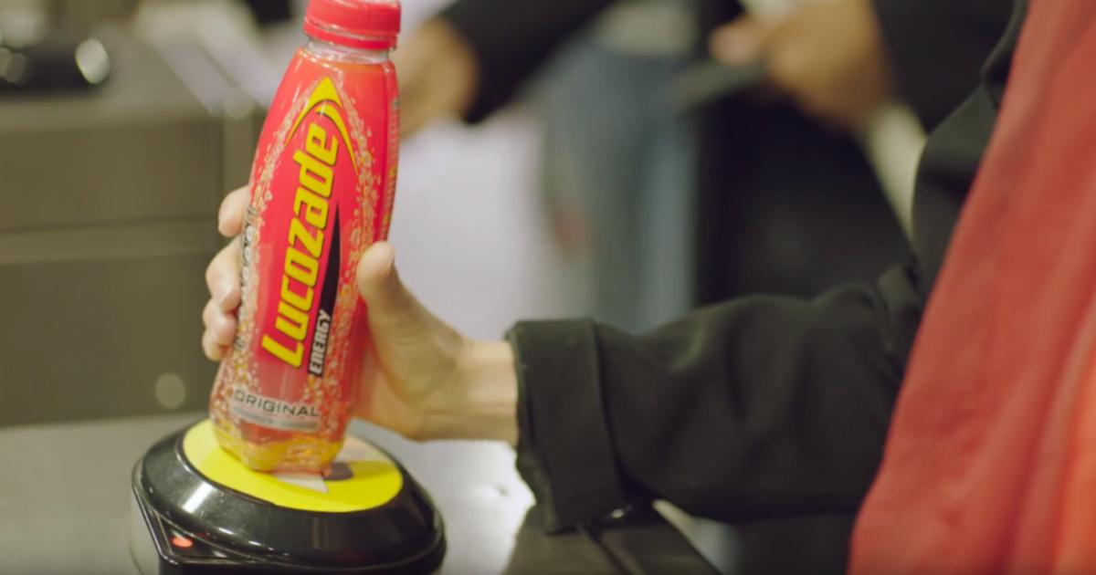Энергетик выпустил бутылки с чипами для проезда в метро.
