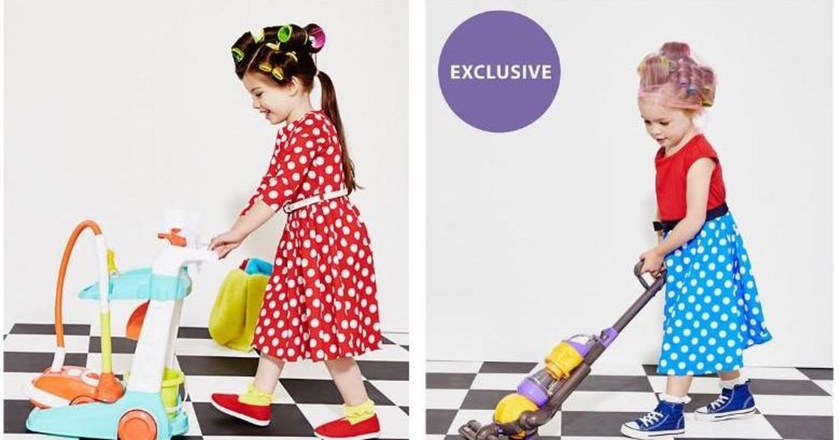 В сети раскритиковали винтажную рекламу с девочками-домохозяйками.