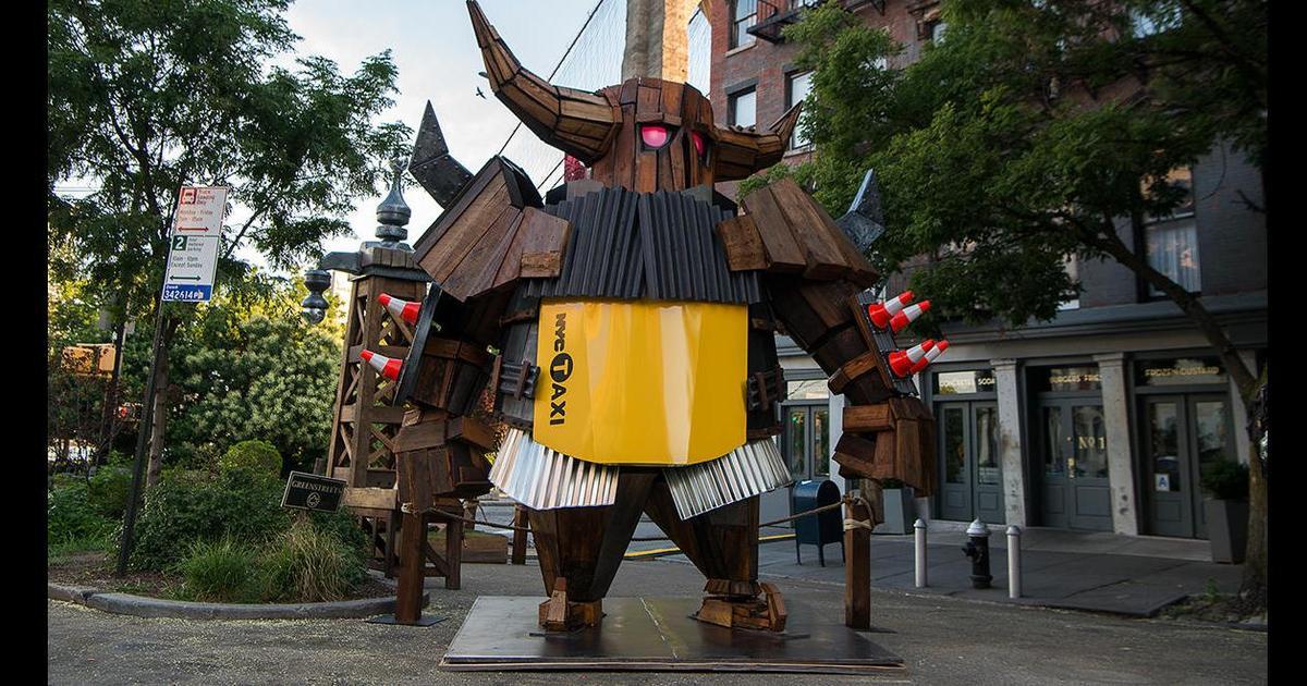 Персонаж Clash of Clans проник в реальный мир и создал статую в Нью-Йорке.