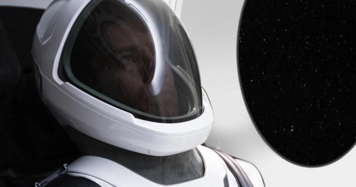 Илон Маск показал, как выглядит космический скафандр для SpaceX.