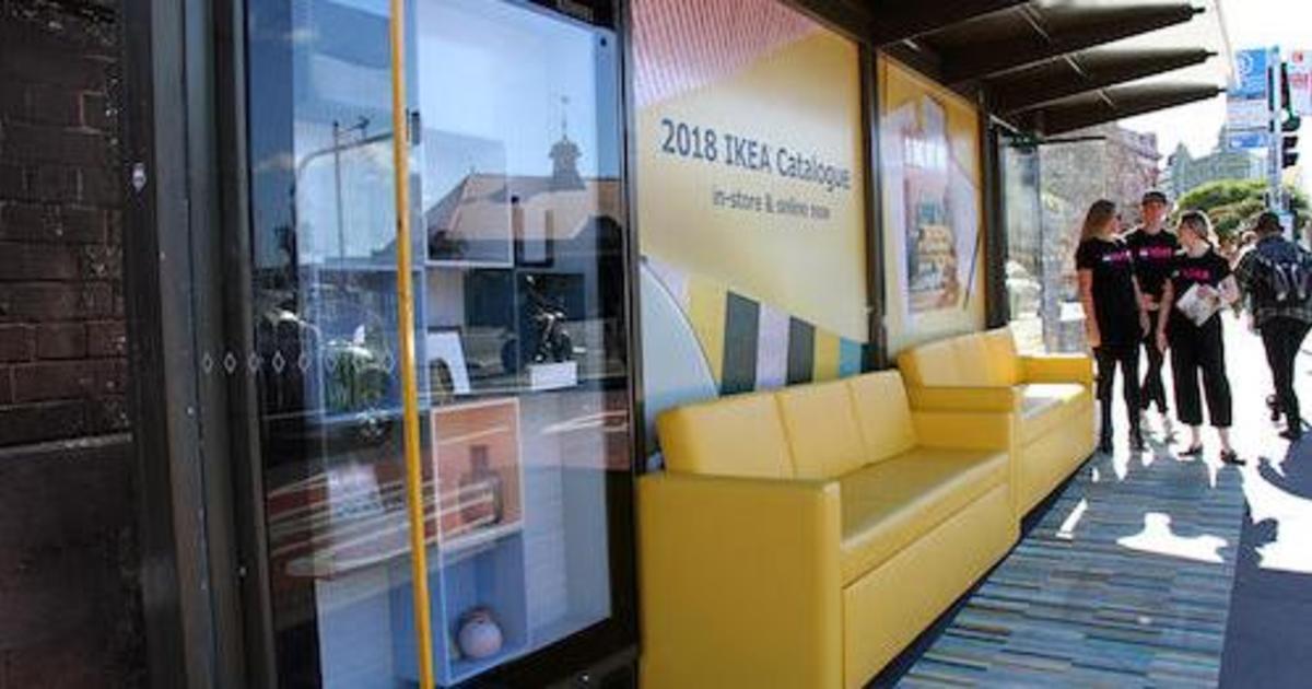 В Австралии автобусные остановки превратили в гостиные Ikea.