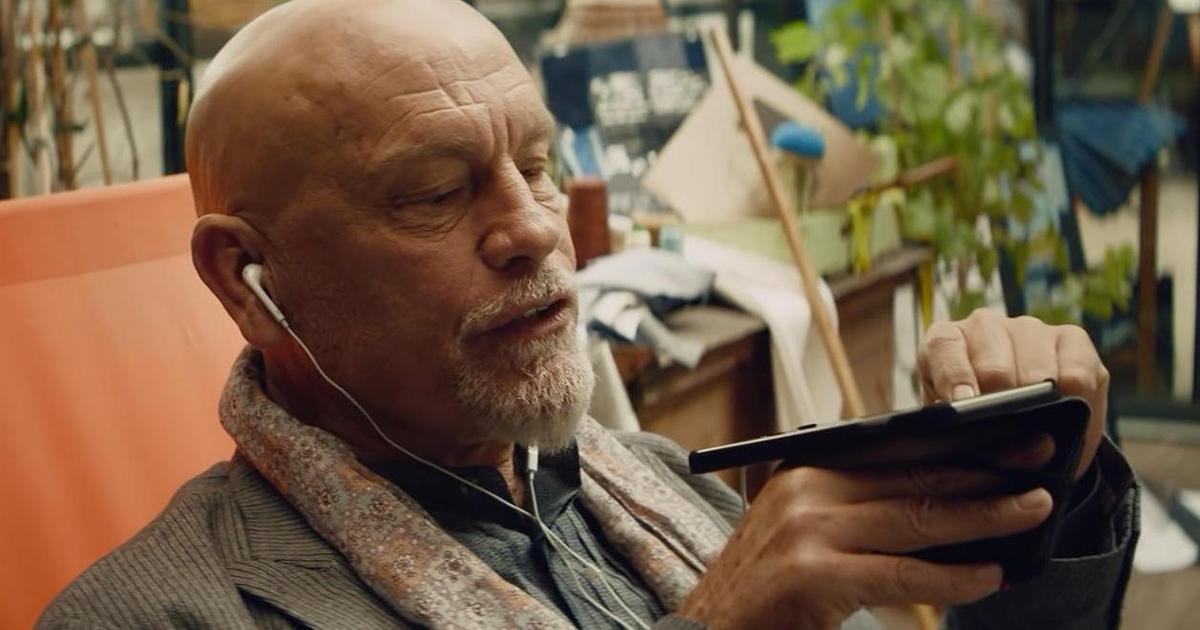 Реклама с Джоном Малковичем в главной роли получила «Эмми».