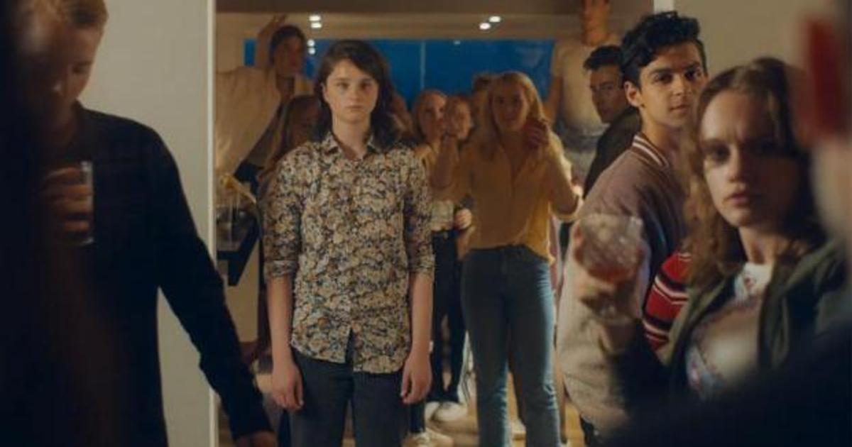 Что-то пошло не так во время подростковой house party в рекламе IKEA.