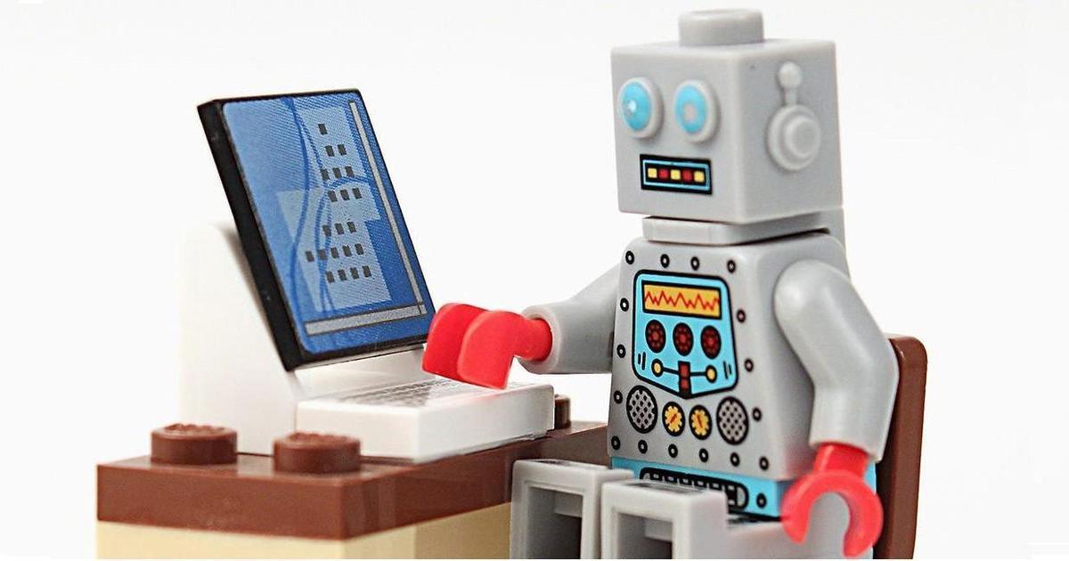 Lego запустил чат-бота в Facebook, чтобы помочь с выбором подарков.
