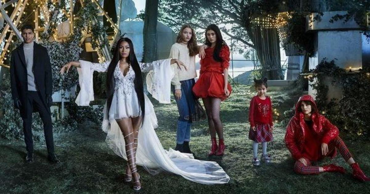 H&M выпустили рождественскую историю с Ники Минаж.