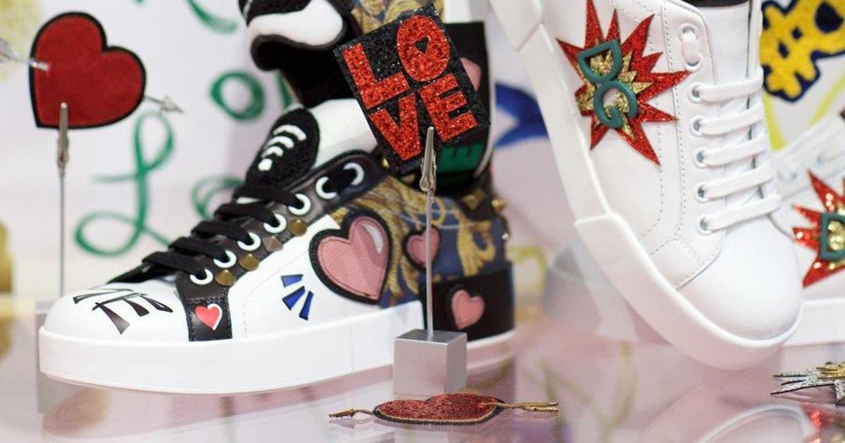 В Киеве откроется pop-up магазин по кастомизации кед Dolce & Gabbana.