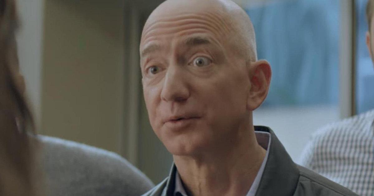 CEO Amazon Джефф Безос снялся в рекламном тизере для Super Bowl.