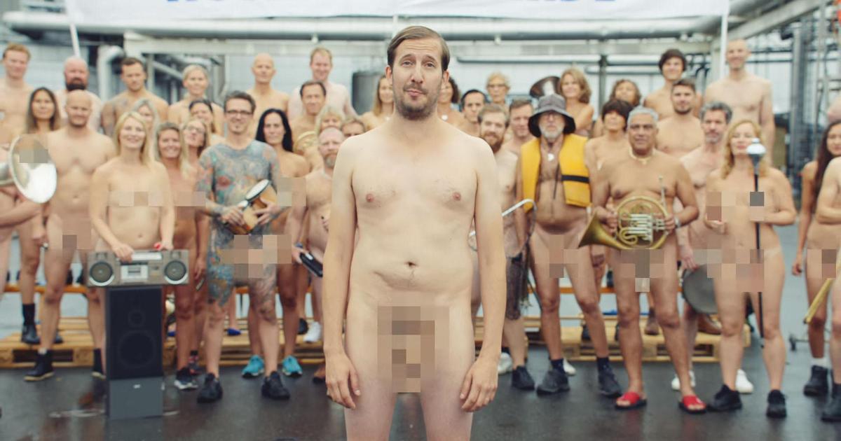 Absolut снял ролик со своими голыми сотрудниками.