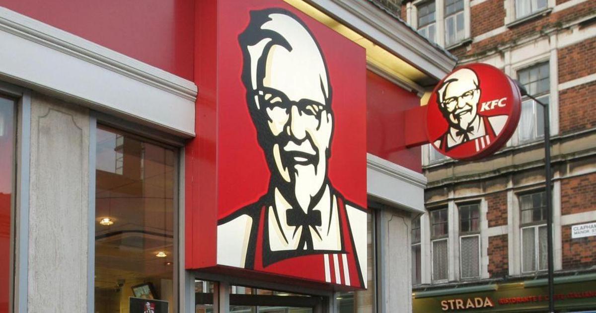 Курица на пешеходном переходе: как KFC комментирует закрытие ресторанов.