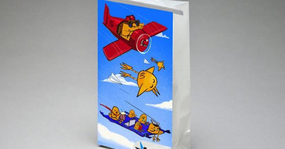 Канадский авиаперевозчик перенес стрит-арт в небо.