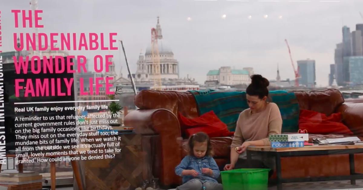Живая инсталляция Amnesty International UK рассказала о проблемах беженцев.