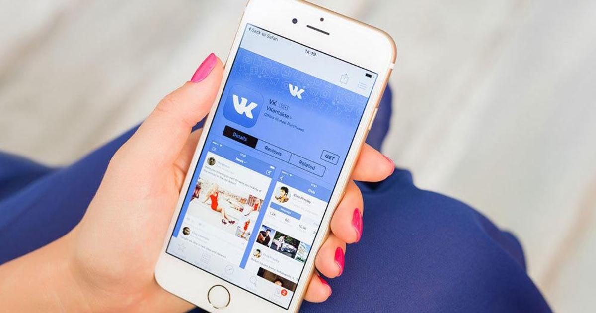 ВКонтакте впервые выпала из топ-10 популярных сайтов месяца.
