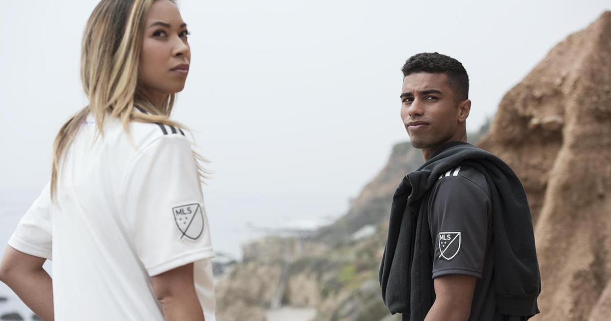 Adidas выпустил футболки для футбольных команд из океанского пластика.