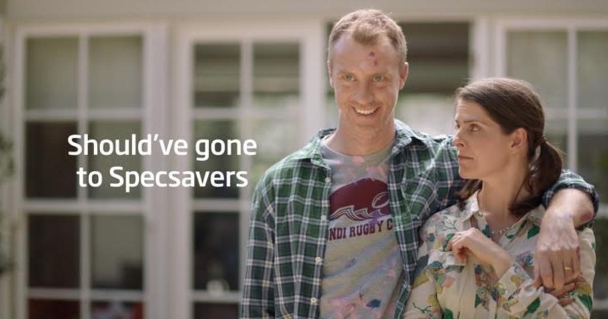 Specsavers встроила тест на проверку зрения в рекламу.