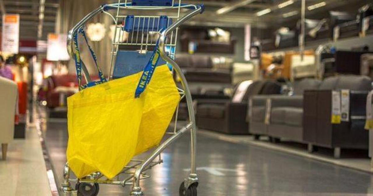 Ikea откажется от использования полиэтиленовых пакетов и трубочек.