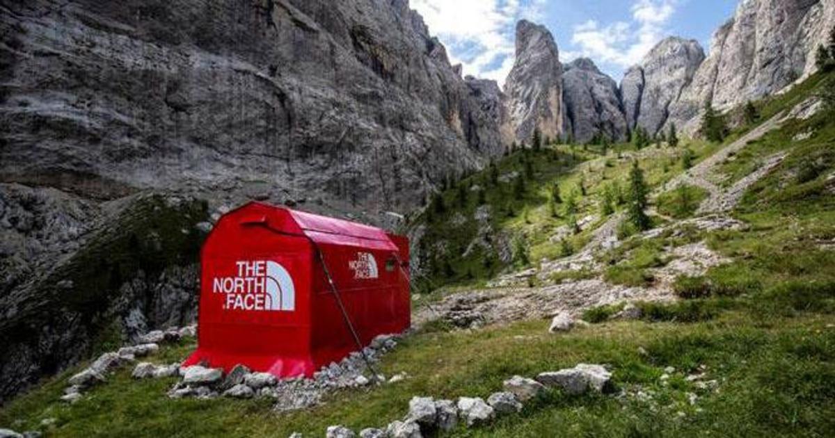 The North Face установил pop-up магазин в Итальянских Альпах.