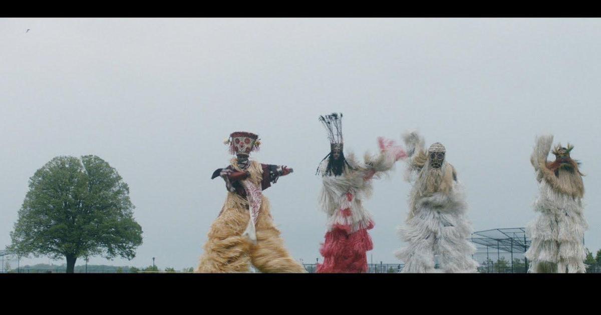 Африканские танцы на ходулях в рекламе adidas Originals.