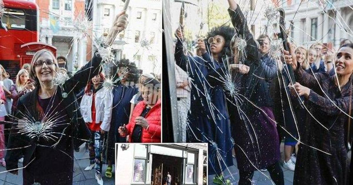 Harvey Nichols разбил витрины в собственном магазине.