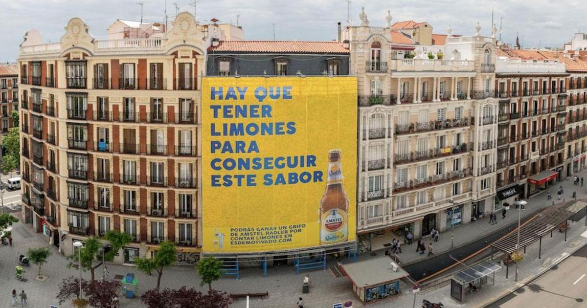 В Мадриде создали гигантскую наружную рекламу из лимонов.