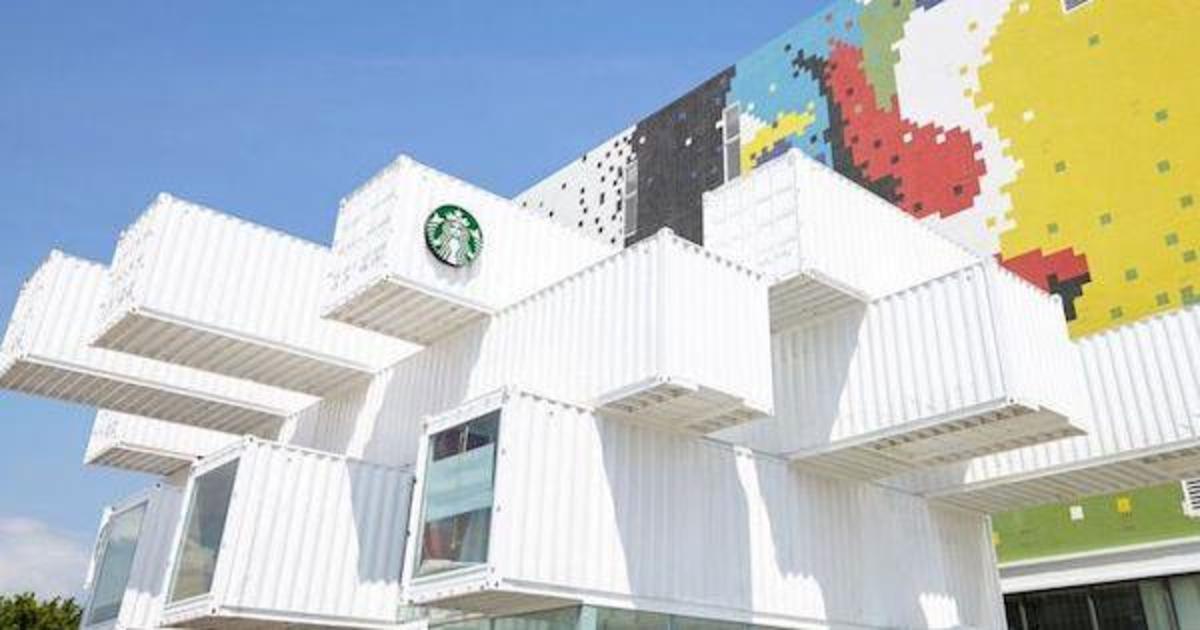 Starbucks открыл первую кофейню из транспортных контейнеров.