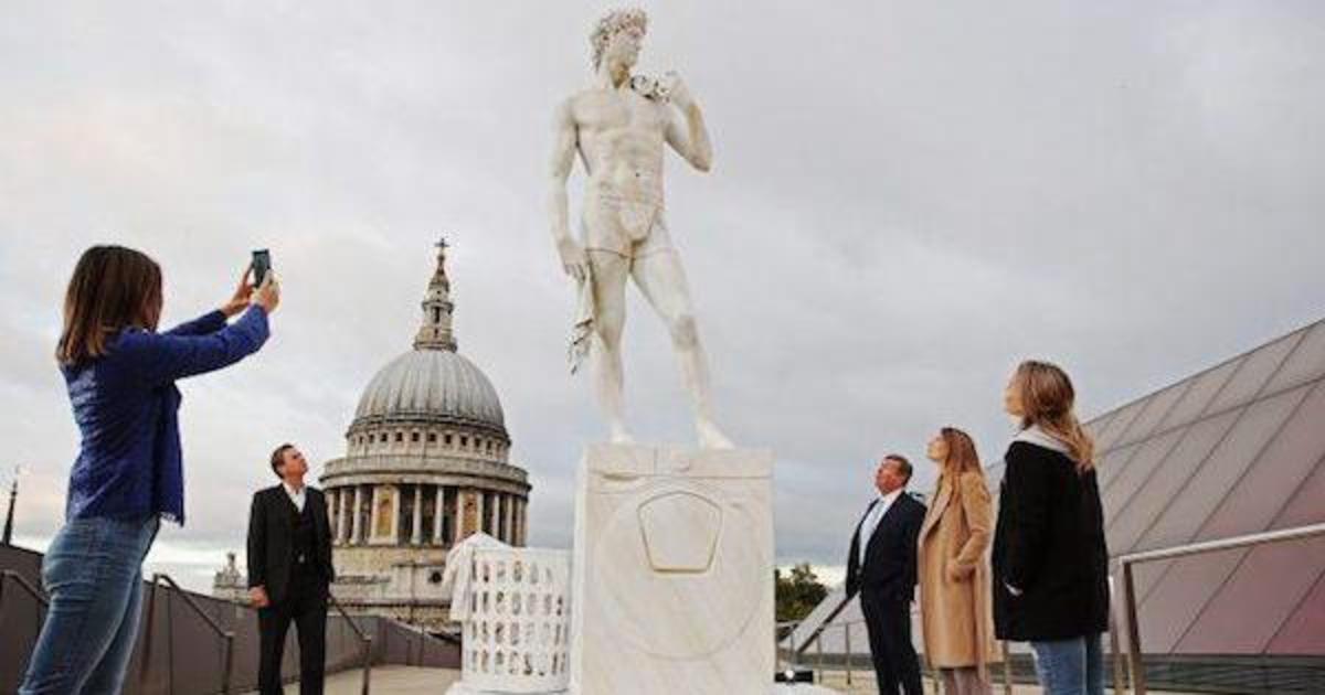 Samsung изменил обнаженные статуи Давида и Мыслителя ради стирки.