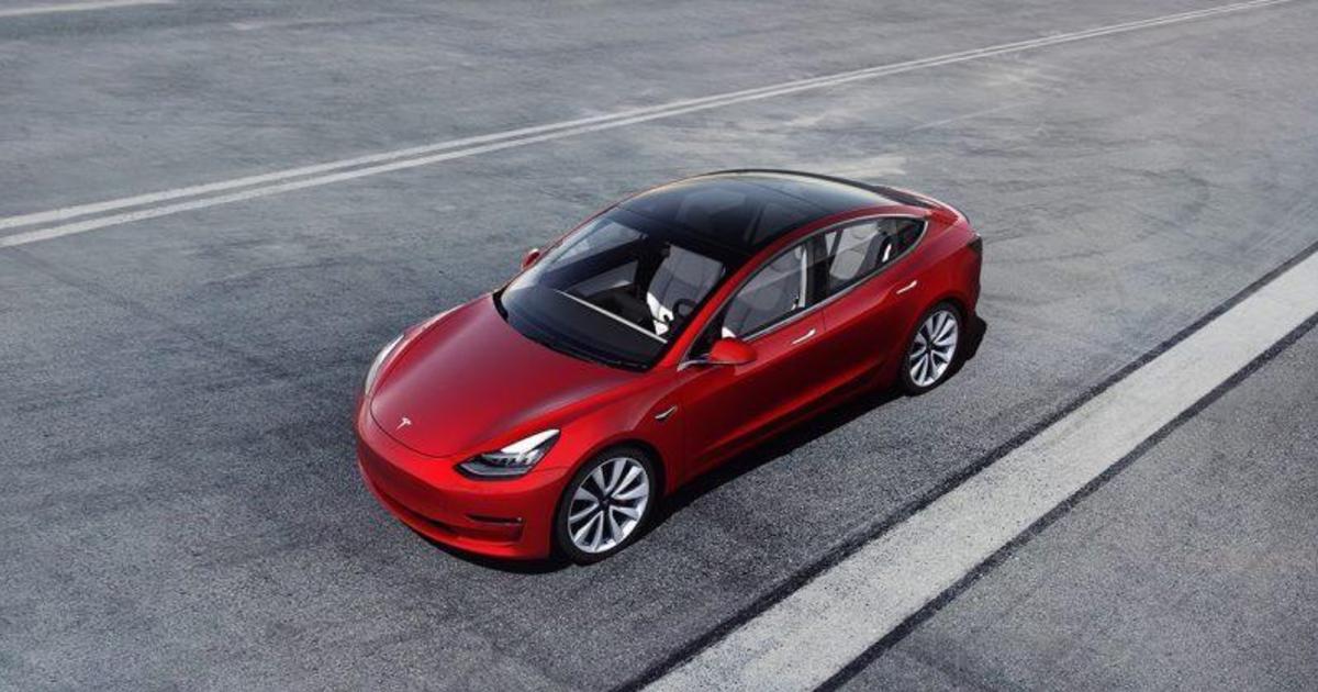 Илон Маск анонсировал продажи «дешевой» Tesla Model 3.