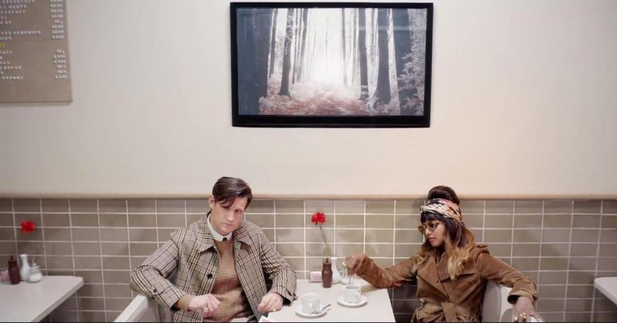 Burberry выпустили сюрреалистический рождественский ролик.