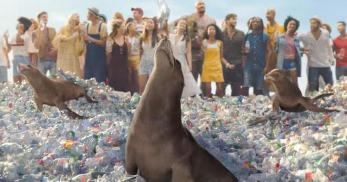 SodaStream высмеяла классический ролик Coke.