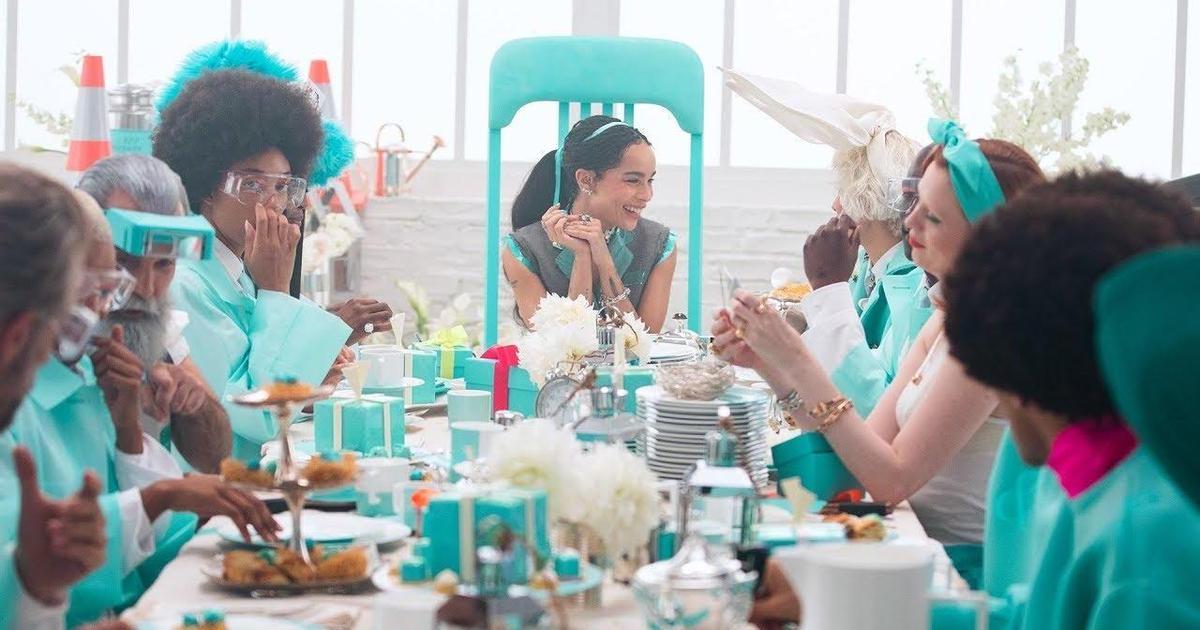 Зои Кравиц попала в страну чудес в рождественском ролике Tiffany & Co.