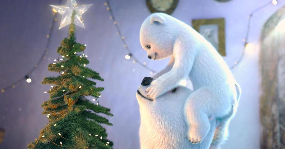 Медведи Coca-Cola поделились уроками любящей семьи в рождественском ролике.