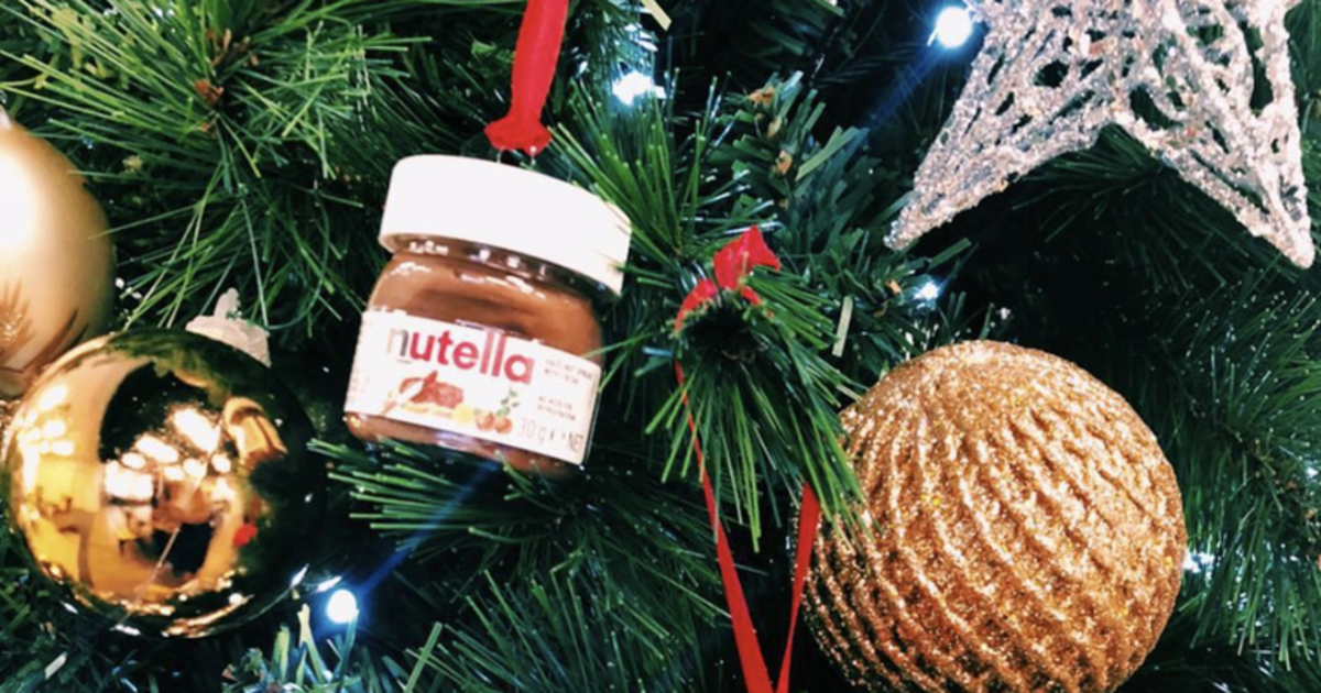 Target выпустил мини-баночки Nutella, которые можно повесить на елку.
