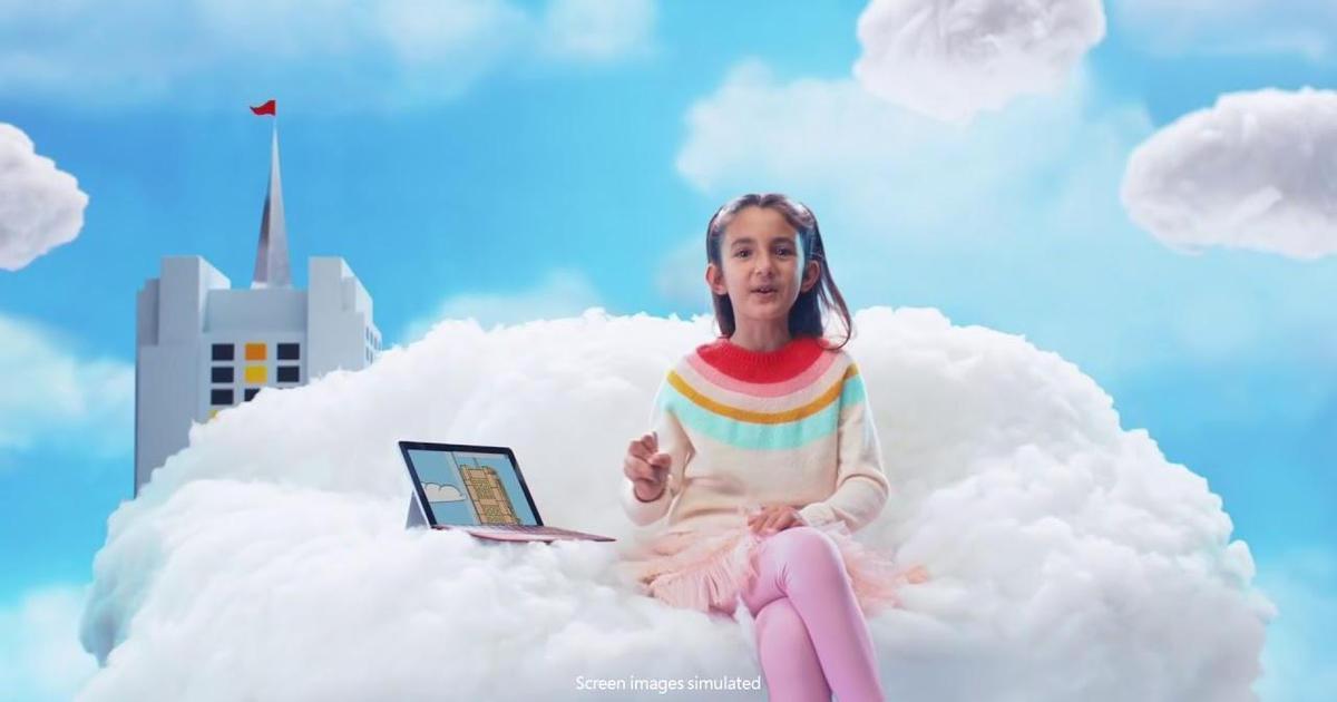 Рождественский ролик Microsoft раскритиковал Apple iPad.