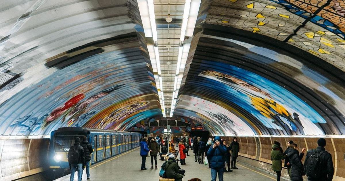 В столичном метро завершили создание грандиозного мурала More Than Us.