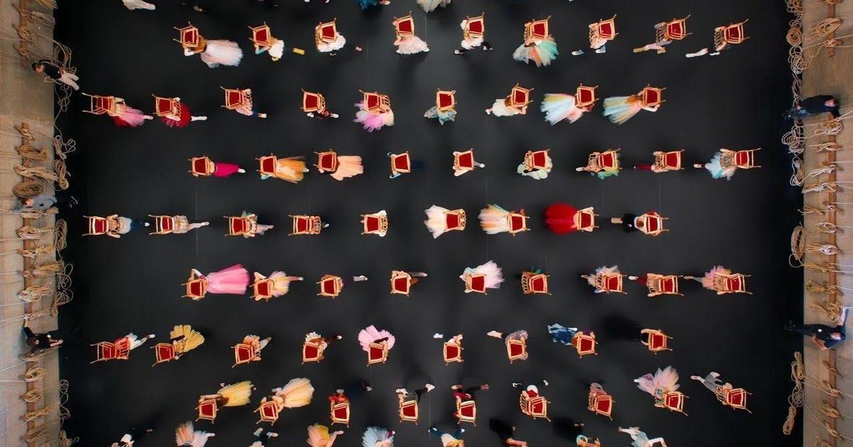 Chanel выпустила танцевальный ролик для рекламы ароматов.