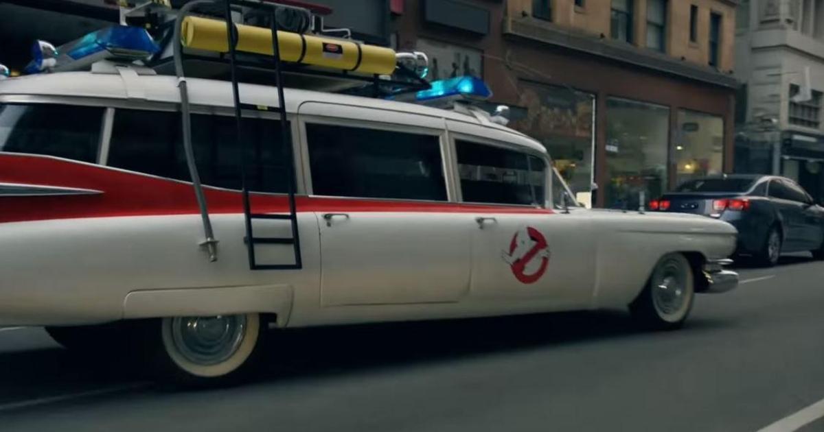 Walmart собрал самые известные авто из фильмов в одном ролике.