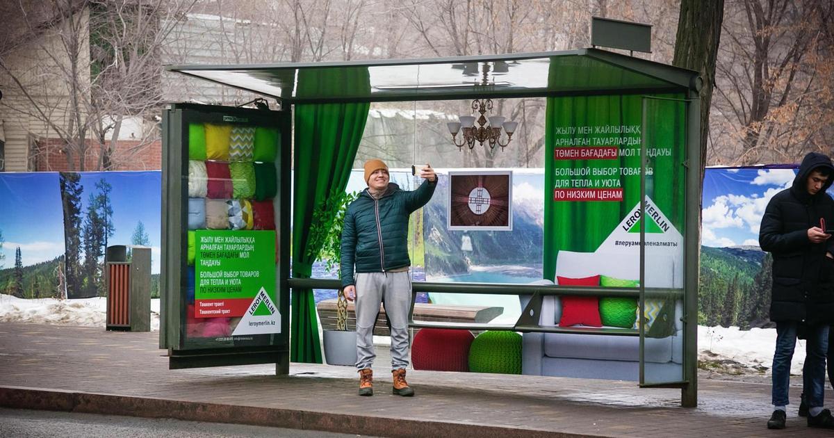 «Леруа Мерлен» превратила остановки в жилую комнату в рекламной кампании.
