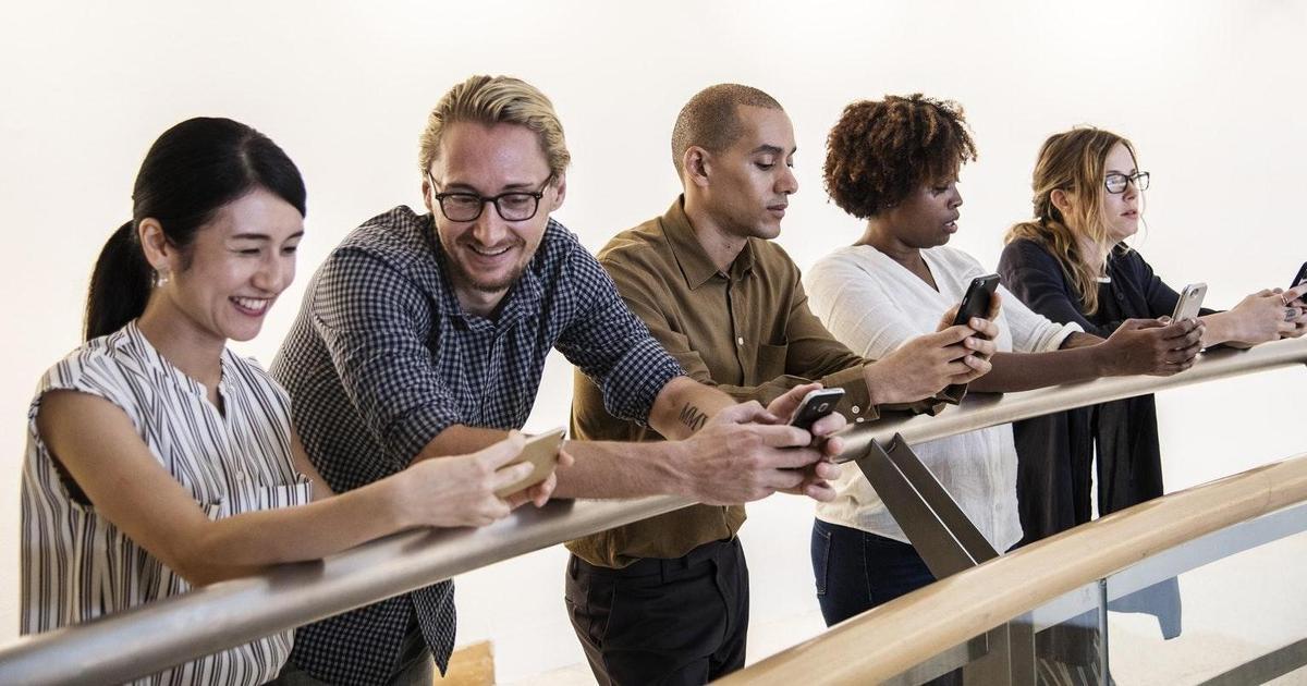 Edelman: пользователи доверяют своим коллегам, традиционным медиа и технологиям.