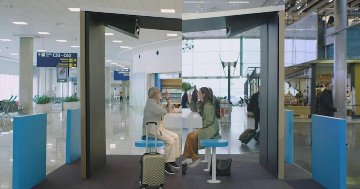 Ожидающие рейса в разных аэропортах пассажиры пообщались друг с другом благодаря KLM.