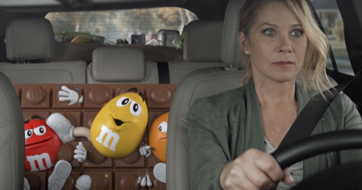 M&M's впервые прорекламирует новый продукт в ролике для Super Bowl.