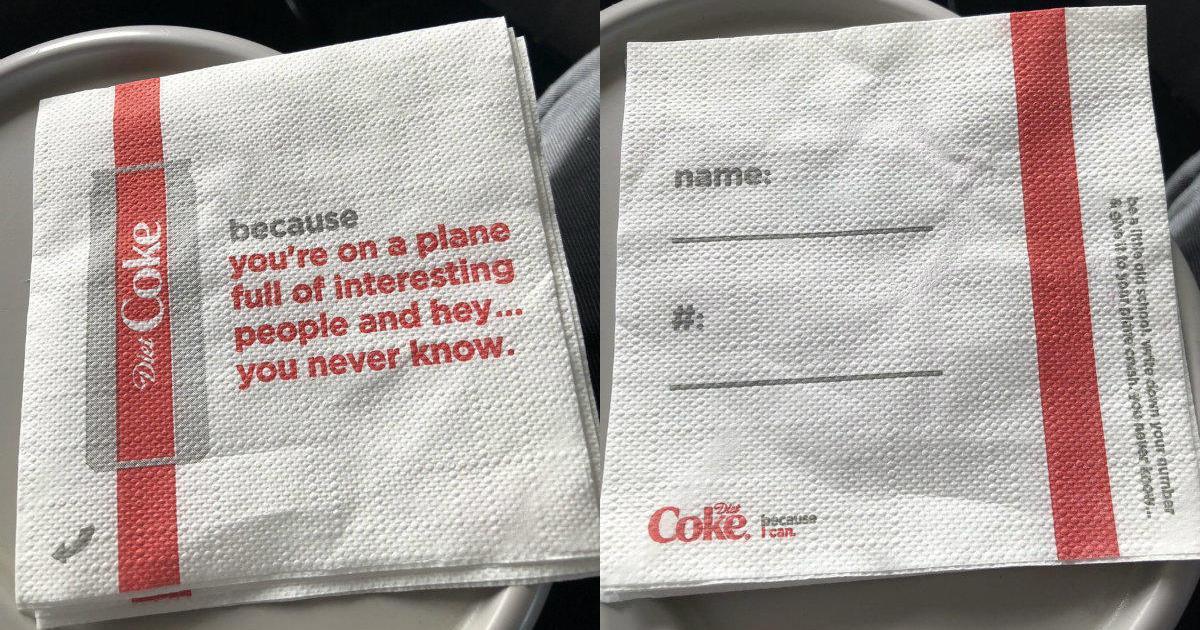 Coca-Cola и Delta извинились за салфетки, которые призывали пассажиров влюбиться.